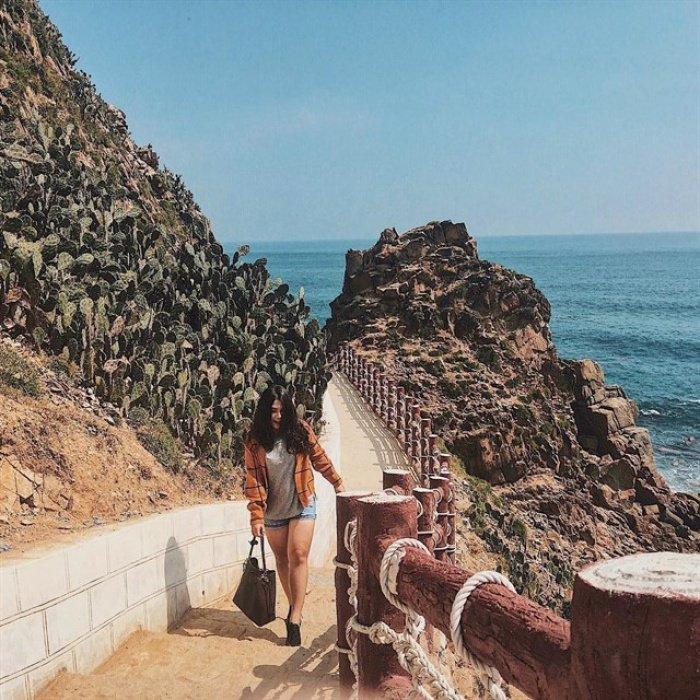 Đường đi bộ ven biển ở Eo Gió