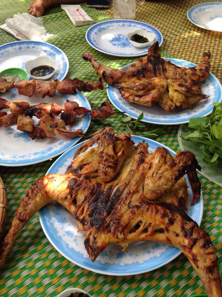 Cơm lam và gà nướngPleiTiêng